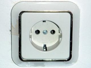 電圧とプラグ